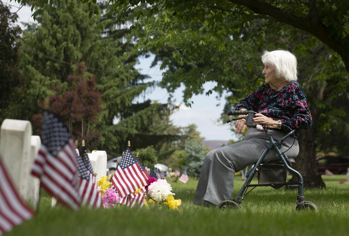 Honoring the fallen: Many pay homage during Yakima Valley Memorial Day commemorations